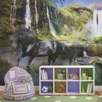 Hest på baggrund af himmelblå vandfald fotostat - flot foto tapet til væggen