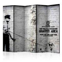 Banksy - Graffiti Area II skærmvæg. Dekorativ flytbar skillevæg / rumdeler til hjem eller kontor.