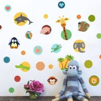 Sjove dyr i cirkler wall sticker. Flot vægklistermærke med cirkler, mønstre og dyr.