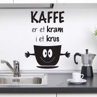 Kaffe er et kram i et krus Wallsticker. Flot wall stick fra NiceWall.dk