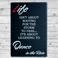 Life is about learning to dance in the Rain Emalje skilt. Flot blikskilt.
