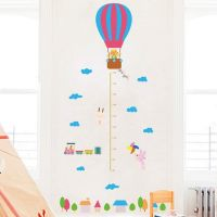 Højdemåler m. luftballon og dyr wall sticker. Flot vægklistermærke med ballon.