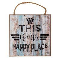 This is our Happy Place træskilt - Flot skilt i træ med tekst - Vægdekoration til boligen