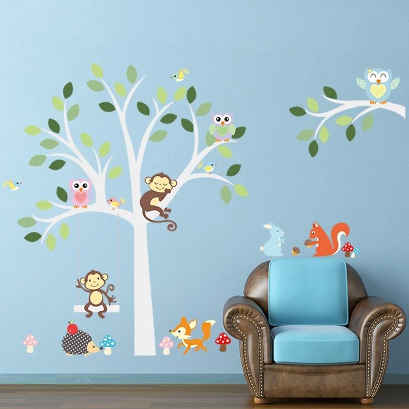 Wallsticker Lysegråt træ med mange søde dyr